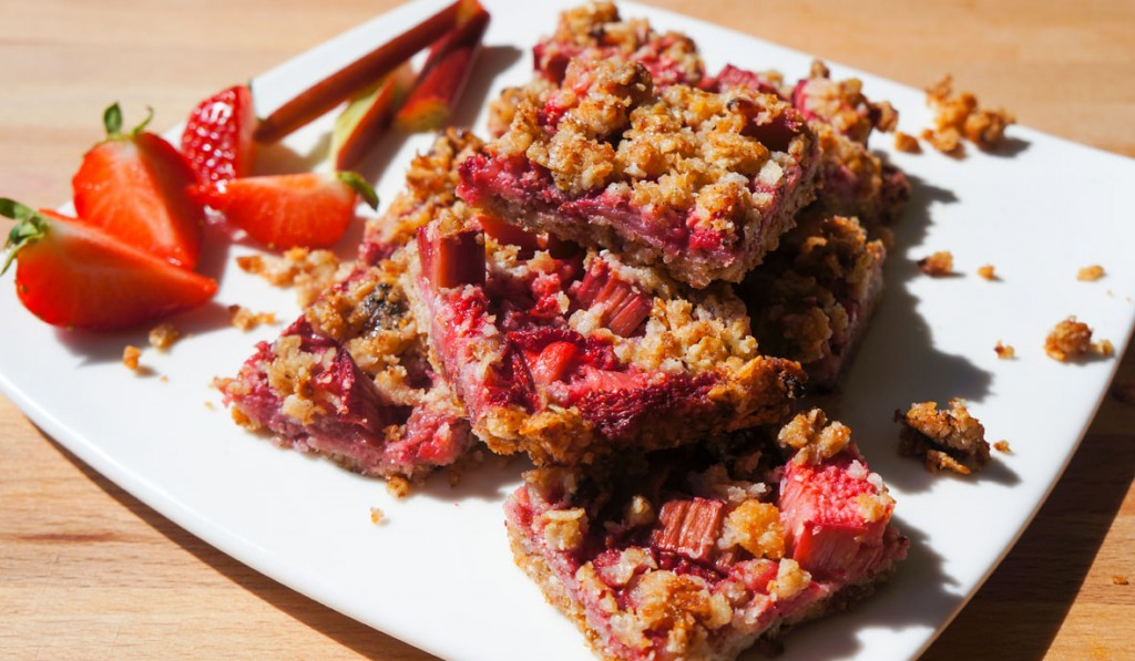 rhubarb_strawberry_bars_2_a_teaspoon_of_renate